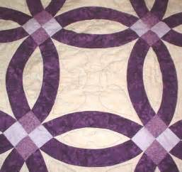 Close up of floss s superb hand quilting the quilting design by