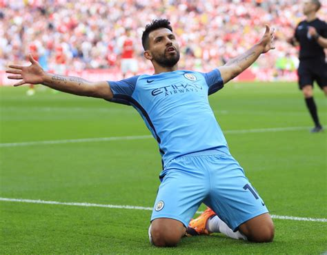 utd news city striker sergio aguero makes