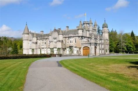 balmoral castle picture  balmoral aberdeenshire