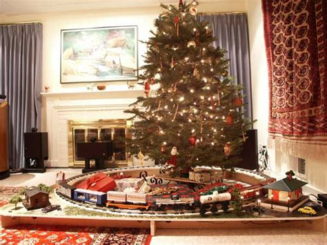 toy that goes around christmas tree cp rail manitoba minnesota subdivision and model trains 3 trains the