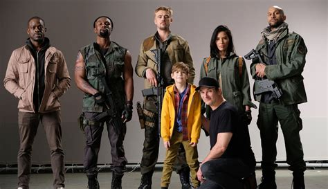 First Look At The Predator Cast Avpgalaxy Cast Of The With The