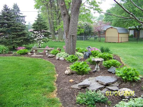 Landscape Ideas To Divide Yards 1000 Ideas About Hosta Gardens On Shade