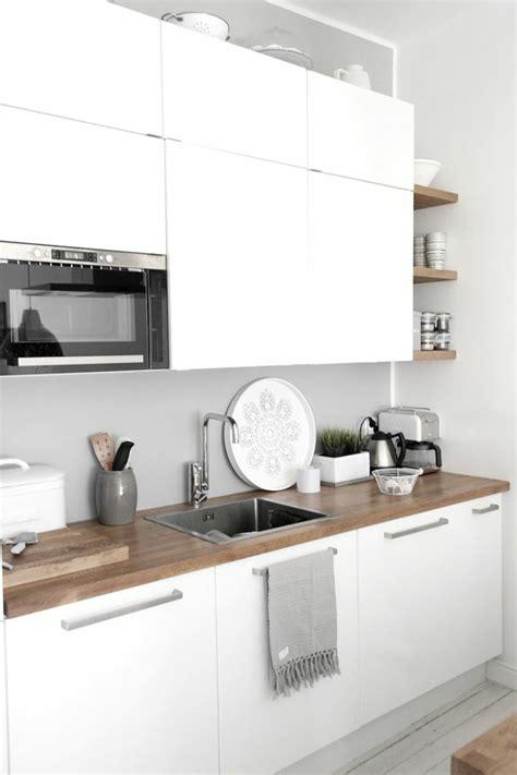 cuisine pour les d饕utants 2 cuisines blanche avec sol en bois clair meubles blanches