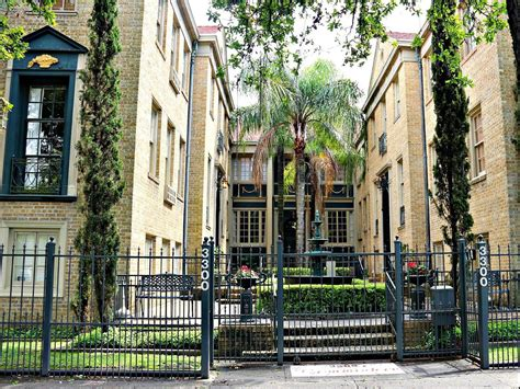Gatehouse Apartment New Orleans Studio Condo On St Charles Avenue In New Orleans Has A