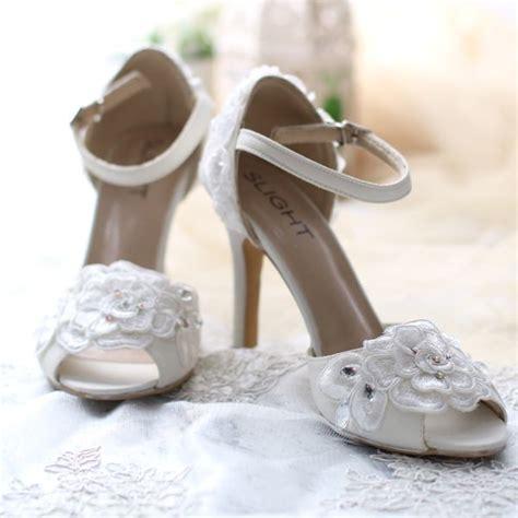 Sepatu Wanita Sepatu Heels Two Tone Putih sepatu ankle roschelle putih