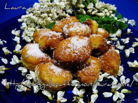 frittelle con fiori di acacia castagnole di ricotta con fiori d acacia in cucina