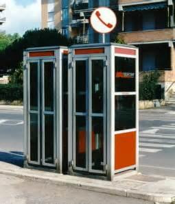 una cabina telefonica cabina telefonica le cabine telefono non vanno in