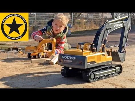 bruder excavator hydraulic rc volvo buries johnny evil fatal desaster youtube