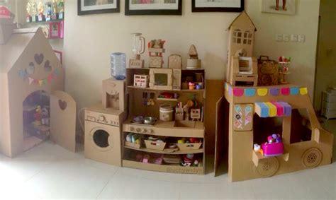 membuat mainan anak kreatif kreatif memanfaatkan kardus bekas untuk membuat aneka