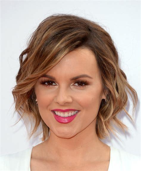 diff erant gi hair cuts ali fedotowsky pink lipstick beauty lookbook stylebistro