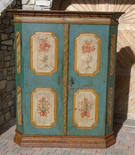 armadi antichi in vendita oltre 25 fantastiche idee su mobili antichi su