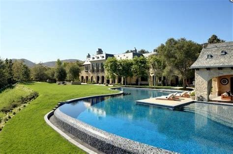 tom brady house gisele bundchen tom brady list los angeles mansion for 50 million homes of the rich
