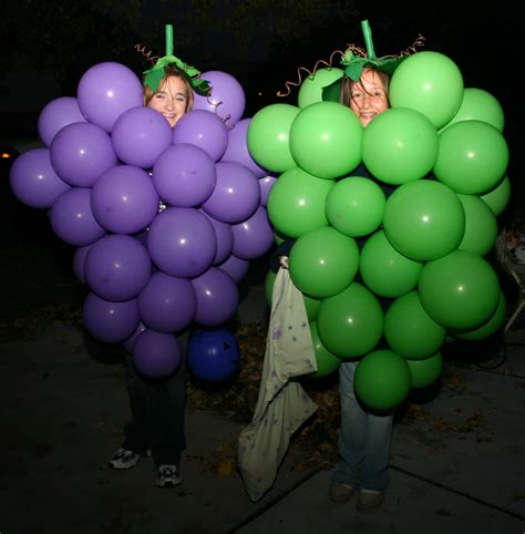 How to make a grape costume with balloons green or purple costume vision