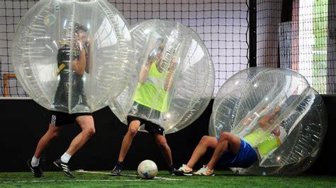 video le bubble football une variante delirante du foot