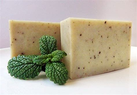 Herbs Soap Guide To Using Herbs And Flowers In Soap Recipes Lovely