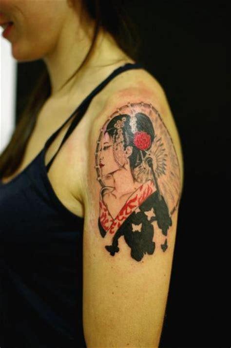 geisha tattoo znaczenie tatuaż ramię japoński gejsza przez sputnink tattoo