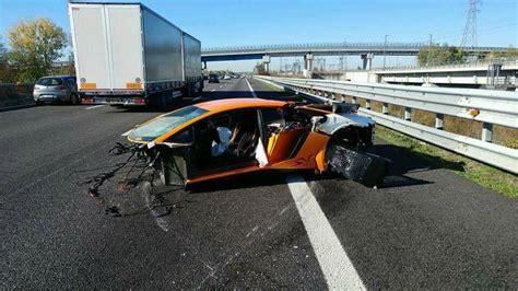 Lamborghini Destroyed Lamborghini Aventador Sv Destroyed In High Speed Italian Crash