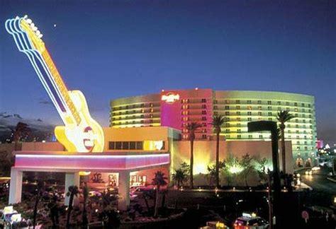 sin city skinny dip: 10 luxurious las vegas hotel pools