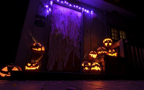 at home halloween decorations give your neighbours something to think about this