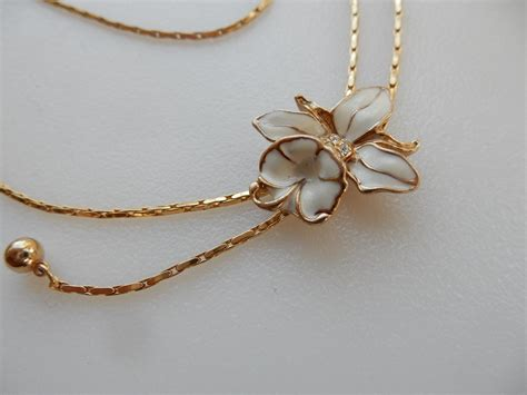 White Vintage Flower Necklace vintage white enamel flower necklace