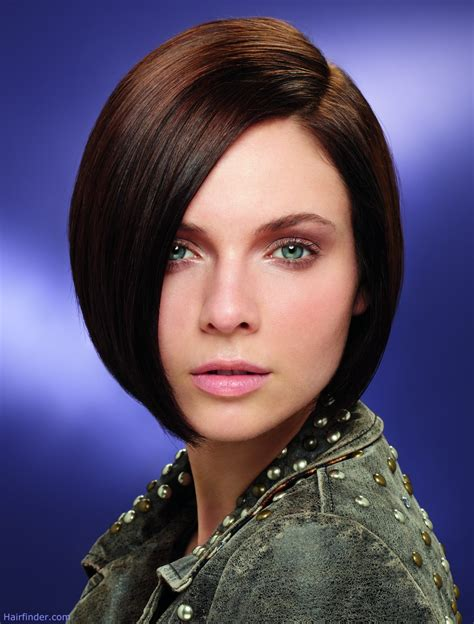 Brunette short and close to the head bob that caresses the