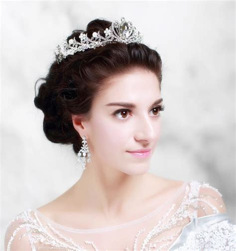Wedding Hairstyles With Crown by Get Crown On Wedding Day By Wearing Headpieces