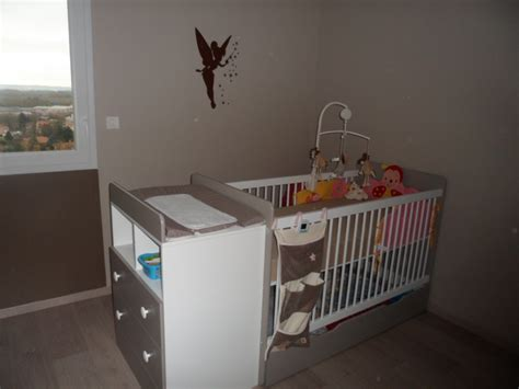 chambre bébé blanc et taupe peinture chambre fille et blanc