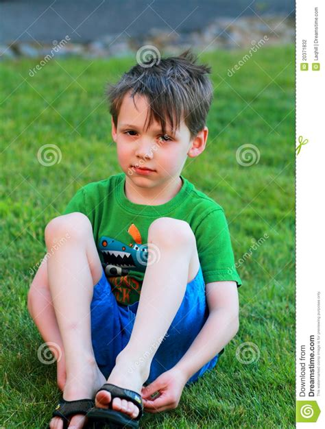 boys kleiner little boy sits in the grass stock photo image 20371832