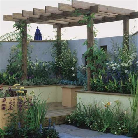 Pergola For Small Backyard by Small Garden With Wooden Pergola Garden Design