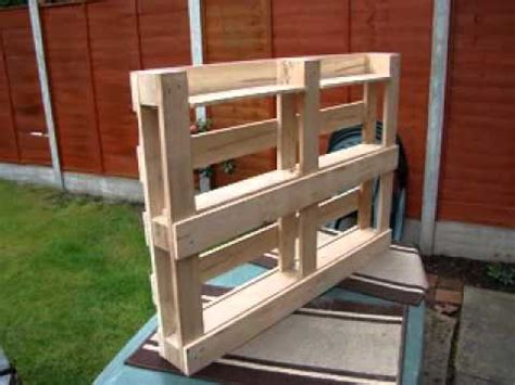 Bookshelf Out Of Pallets by How To Build Bookshelf From Pallets