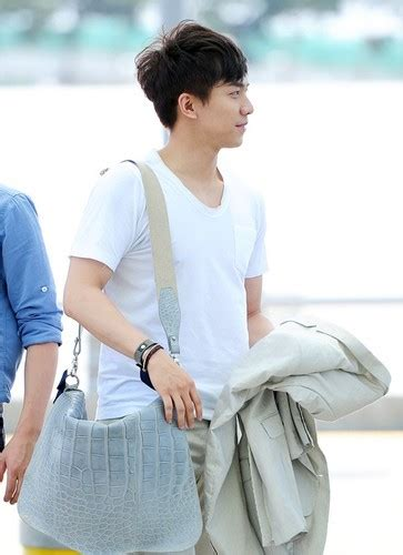 lee seung gi hd photos lee seung gi images lsg airport photo hd wallpaper and