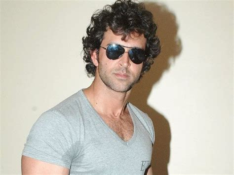 hrithik roshan hairstyle in znmd hrithik roshan hairstyle tips www imgkid com the image
