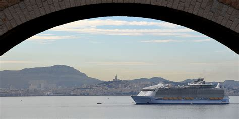 Monde Harmony le plus gros paquebot du monde harmony of the seas fait escale 224 marseille