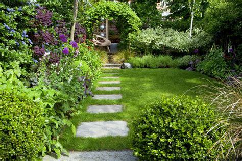 Londontown Gardens by Town Garden Design Muswell Hill N10