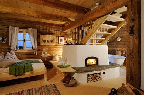 alpen chalet österreich nostalgisches h 252 ttenflair und moderner luxus das bergdorf