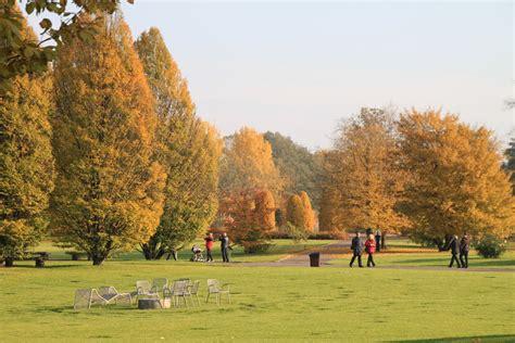 Britzer Garten Rhododendron by Parkfriedhof Neuk 246 Lln Mapio Net
