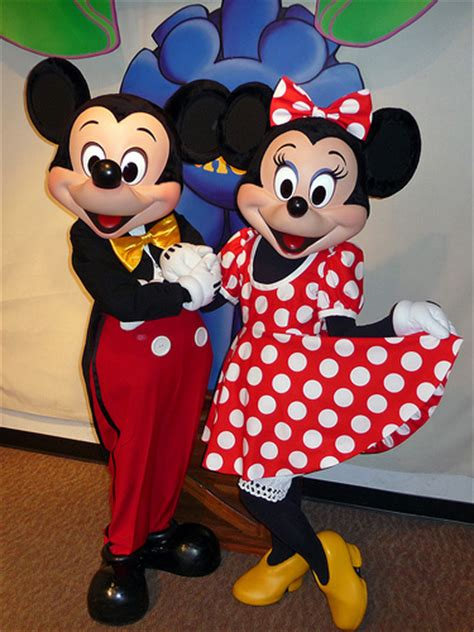 3d Hiding Mickey Dan Minni Mouse meeting mickey and minnie mouse magic kingdom d flickr