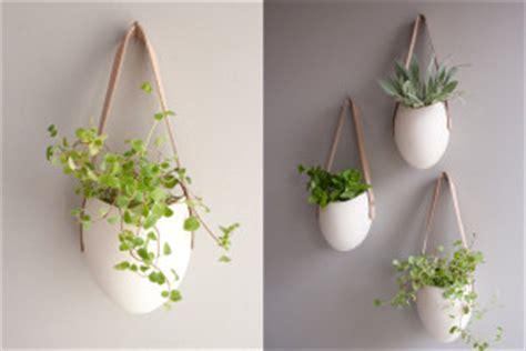 hang planten bloemen buiten porseleinen hangende plantenbakken originele plantenbakken