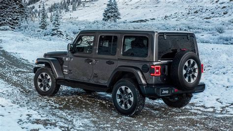 jeep wrangler unlimited 2018 2018 jeep wrangler drops 200 pounds gains a four cylinder