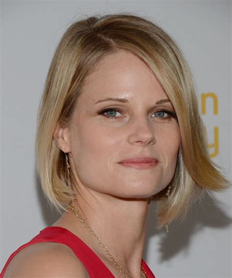 back of joelle carters hair joelle carter medium straight formal bob hairstyle with