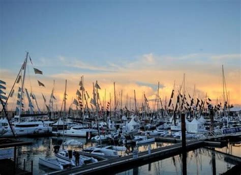 annapolis in water power boat show crowds7 atlantic cruising yachts llc