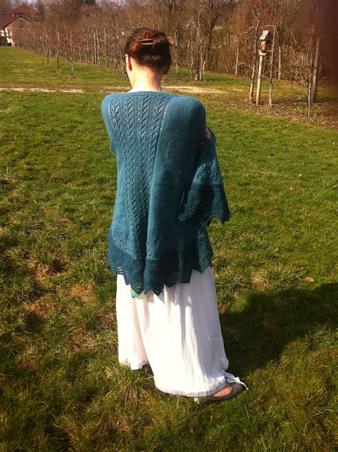 faroese shawl knitting pattern raglan faroese shawl pattern by riede knitting today