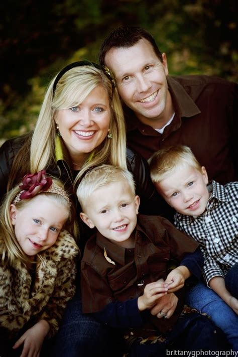family of 5 photo pose ideas in the family pose below i 1000 images about family portrait ideas on pinterest