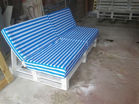 cushion for pallet couch easy pallet sofa with cushion pallet furniture diy