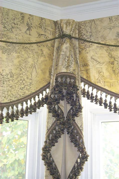 kitchen window curtain rods 25 best ideas about corner window treatments on pinterest