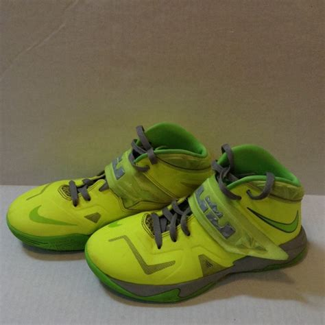 size 7 basketball shoes 25 nike shoes boys size 7 nike lebron soldier 7