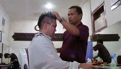 Kursi Tukang Pangkas begini beda tukang pangkas dengan barbershop gaya tempo co
