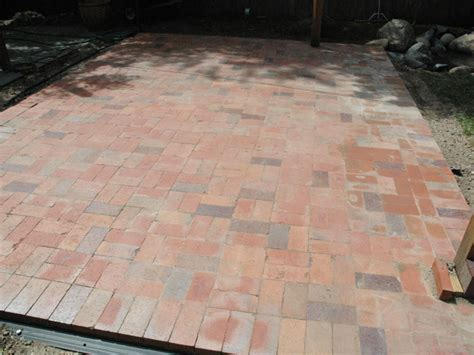 Laying A Paver Patio How To Lay A Brick Paver Patio Brick Paver Patio Brick Pavers And Bricks