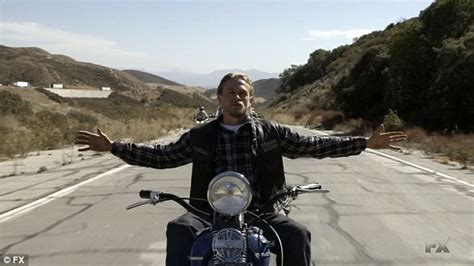 sons of anarchy final season jax tellers final ride sons of anarchy finale filled with blood double crossing