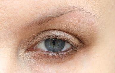 cara membuat alis dari eyeshadow 6 cara mempercantik alis sesuai dengan bentuknya